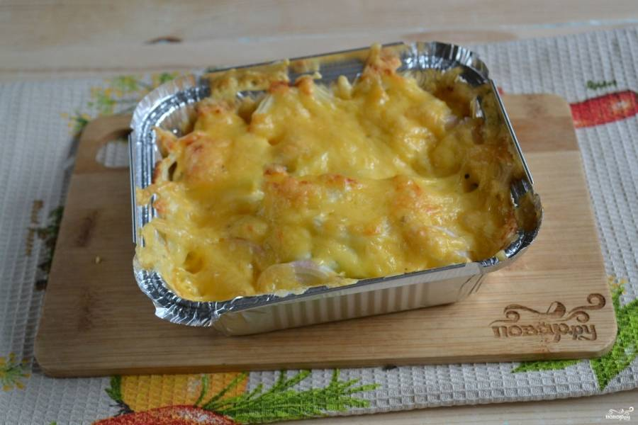 Запекайте кабачки в духовке 30-40 минут при 180 градусах. Подавать блюдо можно прямо в форме, в которой оно готовилось или же выложив на тарелку. Приятного аппетита!
