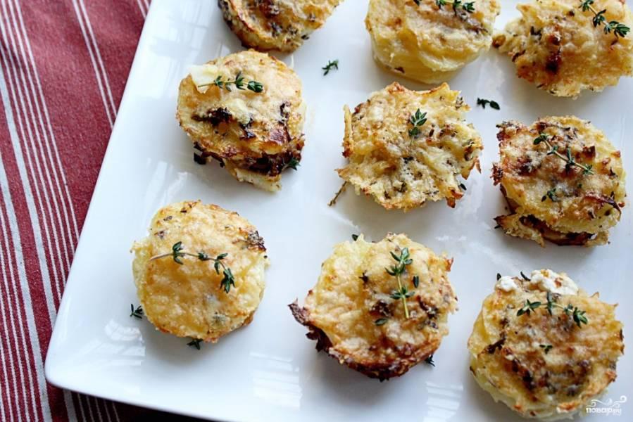 Новогодняя закуска из сыра и картофеля