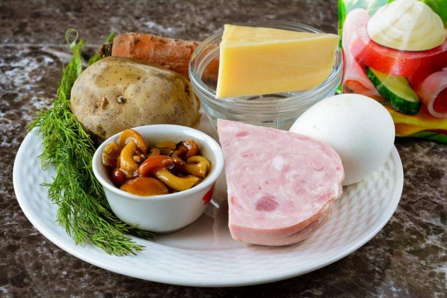 """Подготовьте ингредиенты для приготовления салата """"Грибная поляна"""" с ветчиной."""