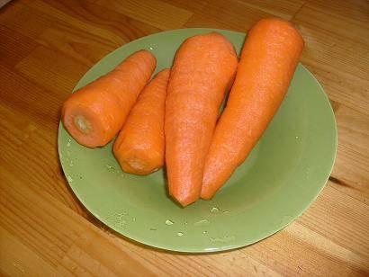 2. Морковь нужно очистить и тщательно вымыть.