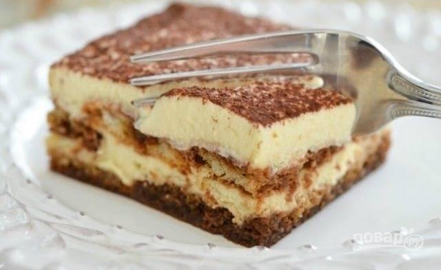 7.Спустя необходимое время аккуратно разрежьте десерт на кусочки и подавайте. Приятного чаепития!