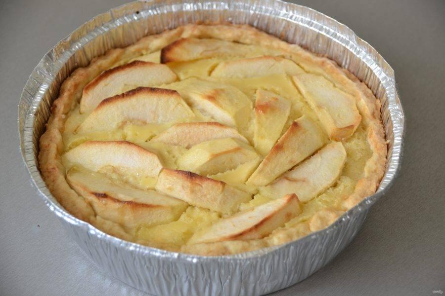 Выпекайте пирог 50 минут при температуре 180 градусов, следите за духовкой и готовностью пирога, в зависимости от работы вашей духовки.