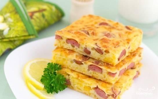 Пирог с сыром и сосисками