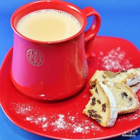 Собственно, молочный чай можно разливать по чашкам и подавать. Приятного чаепития! ;)