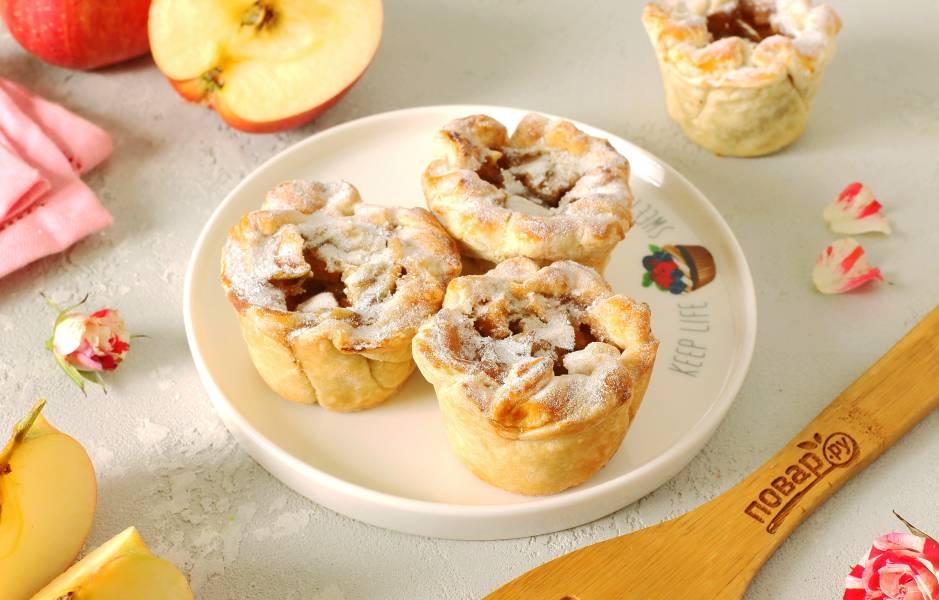 Корзинки из слоеного теста с яблоками
