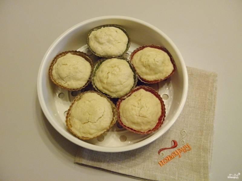 Суфле из индейки для детей готово! Осторожно извлеките суфле из формочек и подайте теплым к столу.