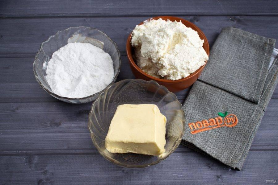 Подготовьте необходимые продукты. Сливочное масло заранее достаньте из холодильника, чтобы оно размягчилось при комнатной температуре.