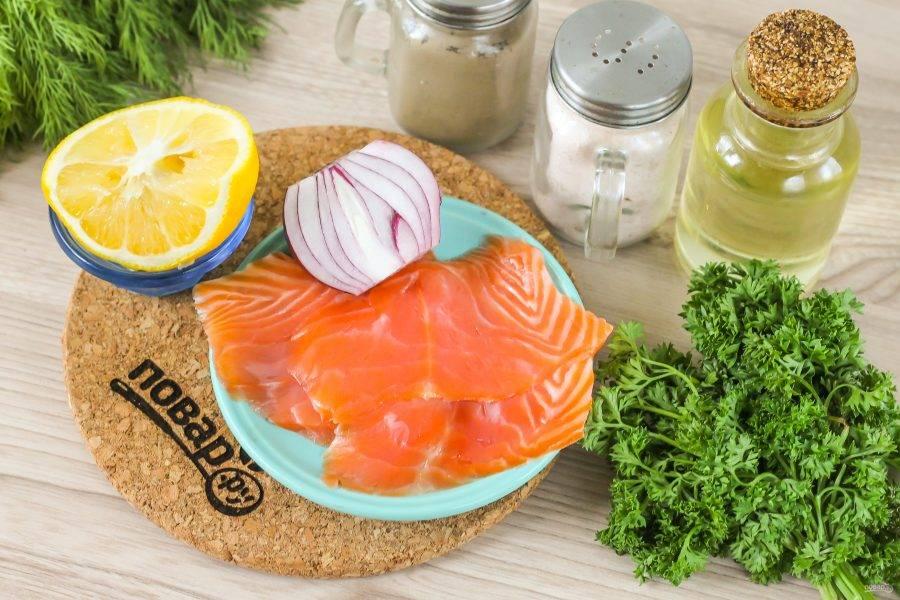 Подготовьте указанные ингредиенты. Из рыбного филе извлеките косточки, промойте его.