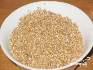 Пшеничную крупу хорошо промыть.