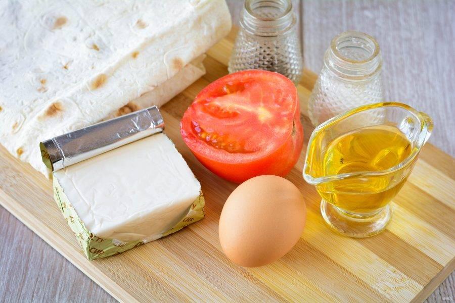 Подготовьте ингредиенты для приготовления пирожков с плавленным сыром.