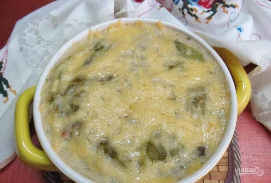 Запекайте лазанью при 160 градусах в духовке в течение 25 минут. Приятного аппетита!