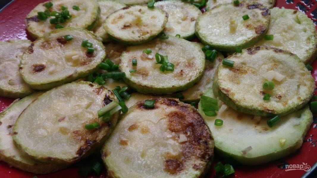 Жареные кабачки с чесноком (простой рецепт)