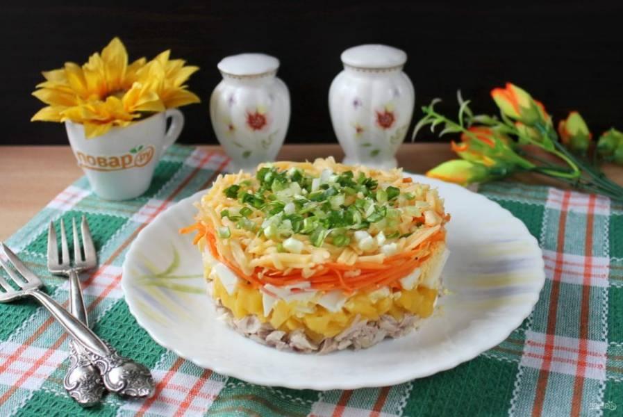 Вкусный и красивый салат украсьте и подавайте на закуску в будни и праздники.