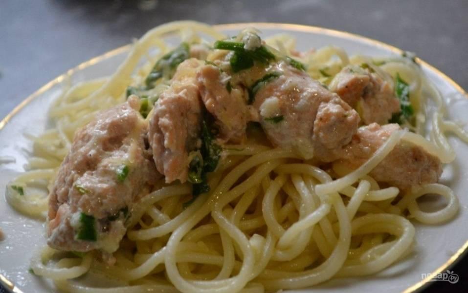 5.Подаю рыбу горячей со спагетти, приятного аппетита!