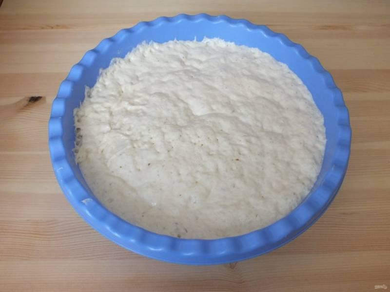 Тесто готово. Оно должно увеличиться в три раза и стать по густоте как сметана.