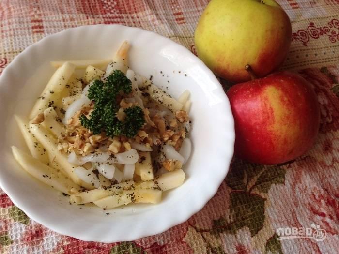 Салат из кальмара с яблоками