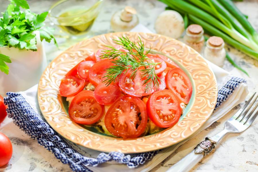 """Салат """"Красная шапочка"""" с помидорами"""