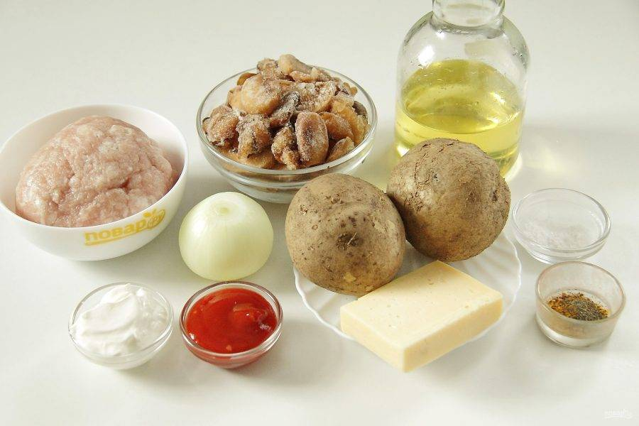 Подготовьте все ингредиенты. Картофель заранее отварите в мундире до полуготовности и остудите.