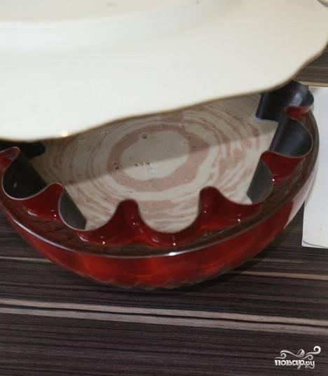 8. Отправляем в холодильник минимум на один час до полного застывания. После этого достаем и окунаем форму в горячую воду, чтобы суфле немного отстало от стенок формы и беспрепятственно оказалось на блюде.