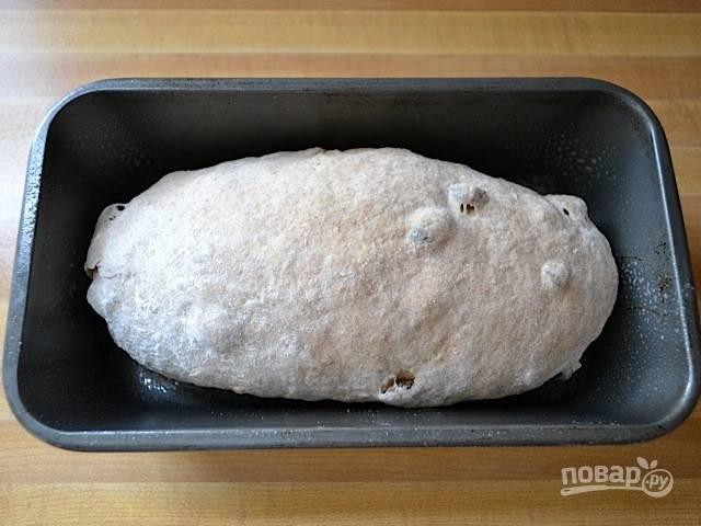 6.Смажьте форму для выпечки, выложите в нее тесто.