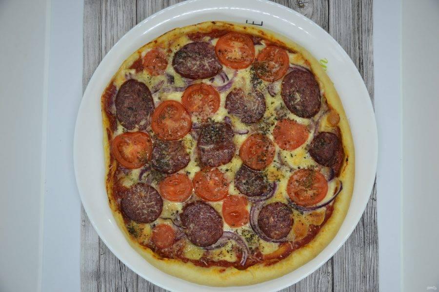 Пицца получилась очень аппетитная, сытная и вкусная! Приятного аппетита!