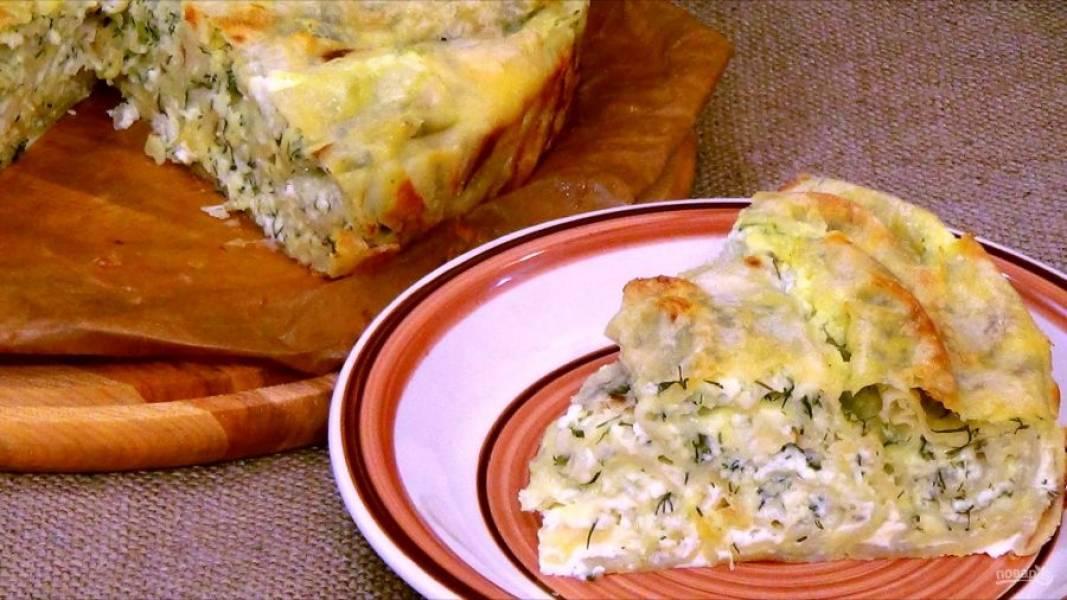 4. Отправьте пирог в разогретую до 180 градусов духовку на 45 минут. Приятного аппетита!