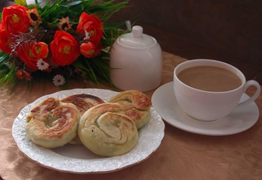 Подайте к столу. Они такие вкусные, что пойдут даже к чаю или кофе.