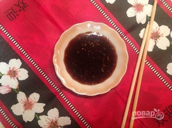 Соус получается кисло-сладким, в меру соленым и подходит для многих блюд и для маринадов.