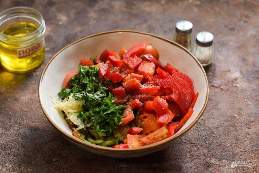 Выложите все подготовленные ингредиенты в тарелку. Сладкий перец очистите и нарежьте небольшими кусочками, добавьте к овощам. Влейте ложку масло, воду, уксус, сахар, соль и перец по вкусу. Перемешайте все и маринуйте 4-5 часов.
