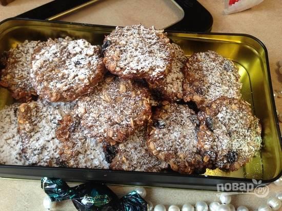 8. Остывшее печенье можно посыпать сахарной пудрой.