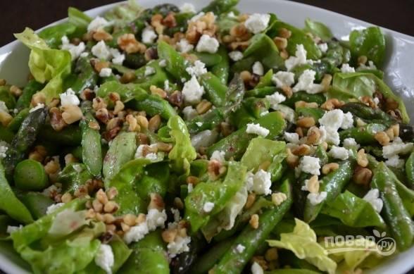 5. Или же дополнить все еще листьями салата.  В обоих вариантах получается очень здорово. Приятного аппетита!