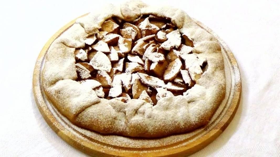 4. Горячую галету посыпьте сахарной пудрой. Приятного аппетита!