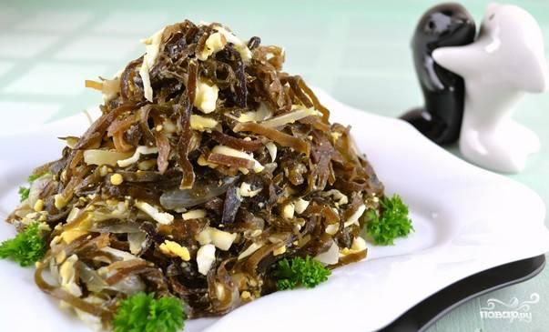 Блюдо подаем на красивой тарелке. Можно в качестве декора использовать свежую зелень. Приятного аппетита!