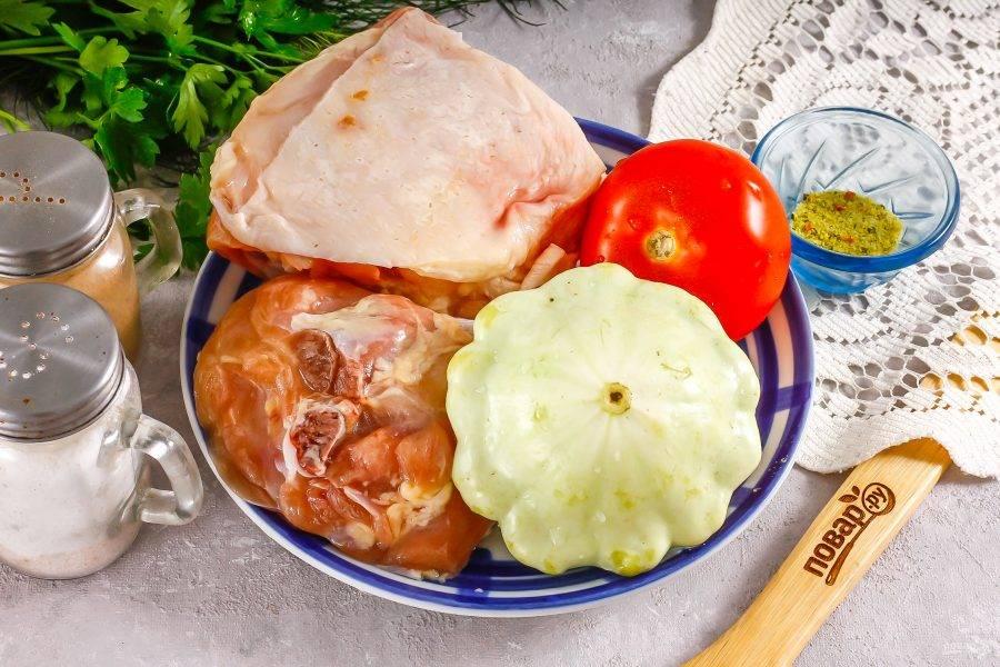 Подготовьте указанные ингредиенты. Вместо патиссона можно использовать кабачок, баклажан, болгарский перец или капусту.