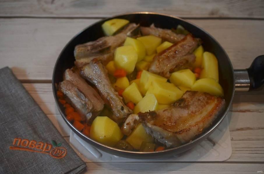 6. Добавьте в сковороду и обжарьте все вместе.