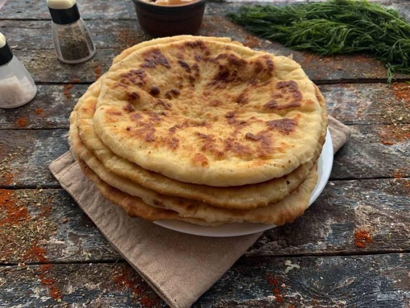 Адыгейские лепешки на кефире готовы. Приятного аппетита!
