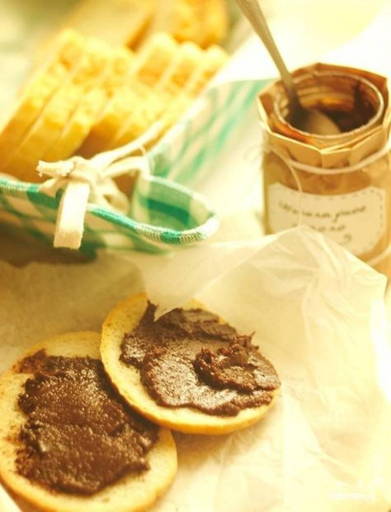 Собственно, остается охладить масло в холодильнике и намазать его на свежий хлеб :) Приятного аппетита!