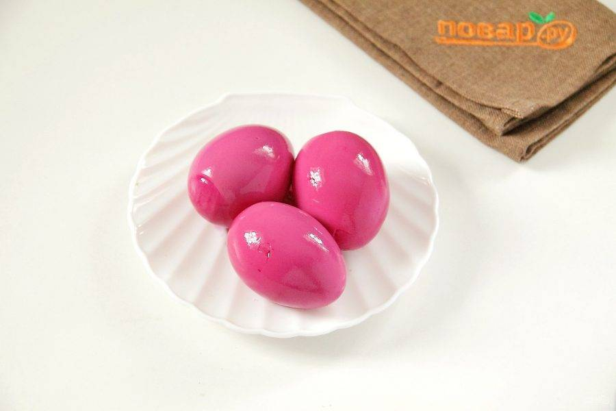 Окрашенные яйца выньте и обсушите. Я продержала их в воде около 2 часов и вот такой получился результат.