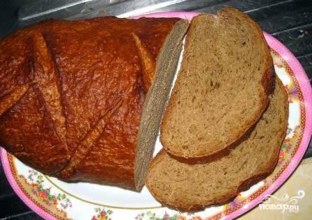 Нарезаем хлеб ломтиками не тоньше 1 см.