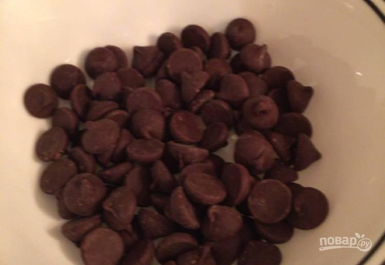 16.Шоколад отправьте в микроволновую печь или на паровую баню, чтобы он расплавился.