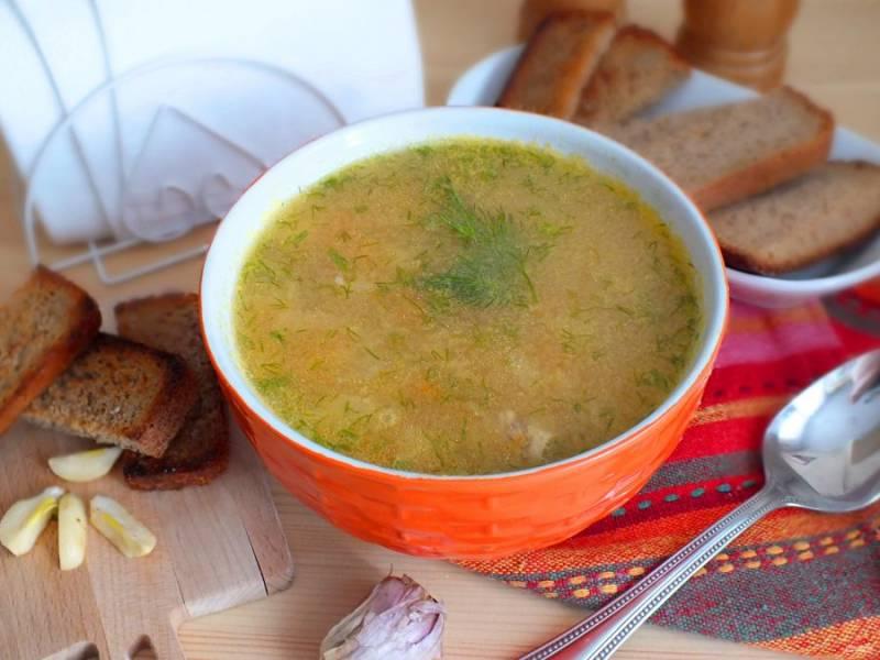 Готовый суп подавайте горячим с гренками из ржаного хлеба. Приятного аппетита!