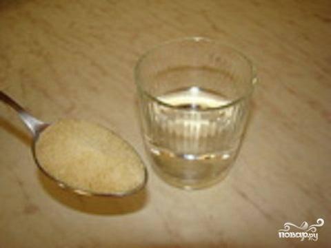 1.Половину желатина залить холодной водой, 150 мл.  Оставить желатин в воде на 30 минут, пока он не разбухнет. Поставить на огонь и помешивать, пока желатин полностью не растворится. Остудить.