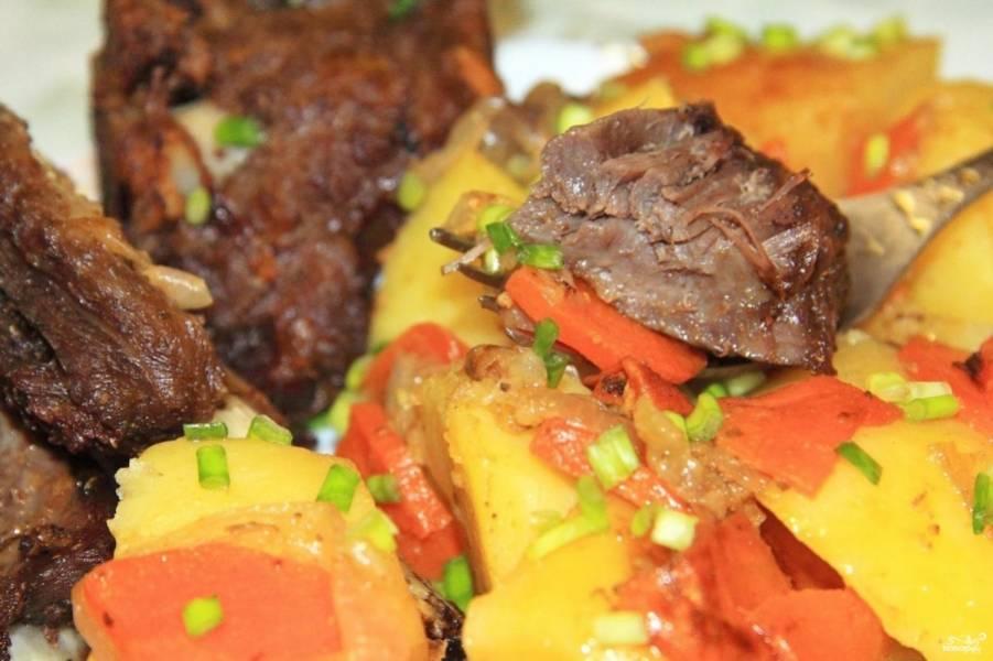 Разрежьте рукав и готовьте блюдо ещё 10 минут. Приятного аппетита!