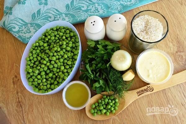 Подготовьте необходимые продукты. Лук, чеснок и зелень помойте. Овощи очистите.