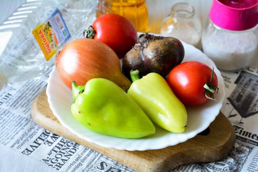 Подготовьте ингредиенты для приготовления свекольного салата на зиму.