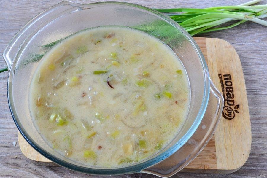 Суп готов. Его можно кушать в таком виде, а можно пюрировать при помощи блендера.