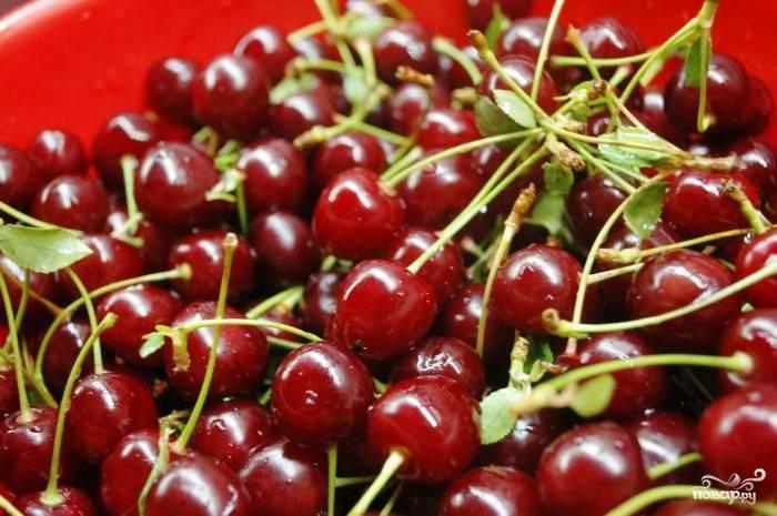 Итак, как нам сообщает капитан очевидность, для приготовления вяленой вишни нам необходима, в первую очередь, вишня. Спелая и красивая.