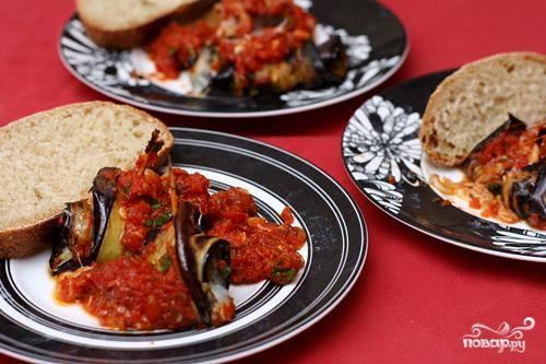 4. Разложить роллатини по тарелками подавать с хрустящим хлебом.