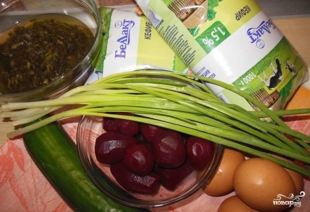 Подготовить продукты: яйца и свеклу отварить.