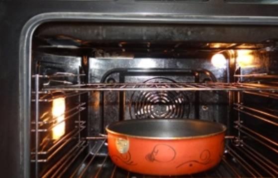 Ставим форму со стейками в нагретую до 200 градусов духовку минут на 25-30. Подаём горячими к столу!